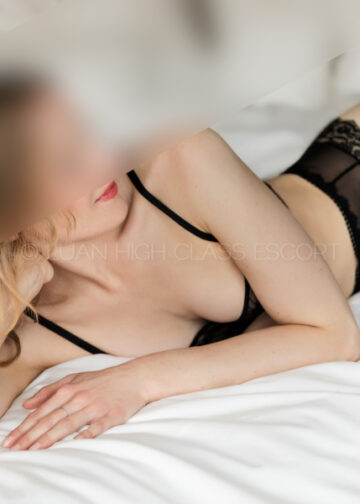 sexy Escort Lady is wearing sexy black lingerie