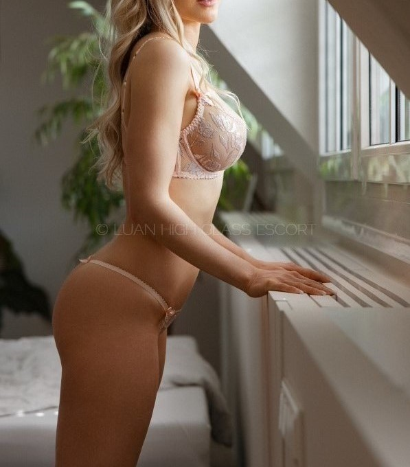 sensual escort lady in noble dessous
